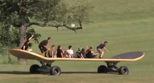 The-World-Biggest-Skateboard-2.jpg